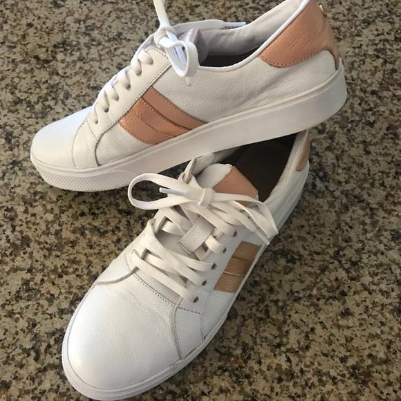 KAANAS Womens Ferrara Skate Shoe Slip-on Casual Sneaker